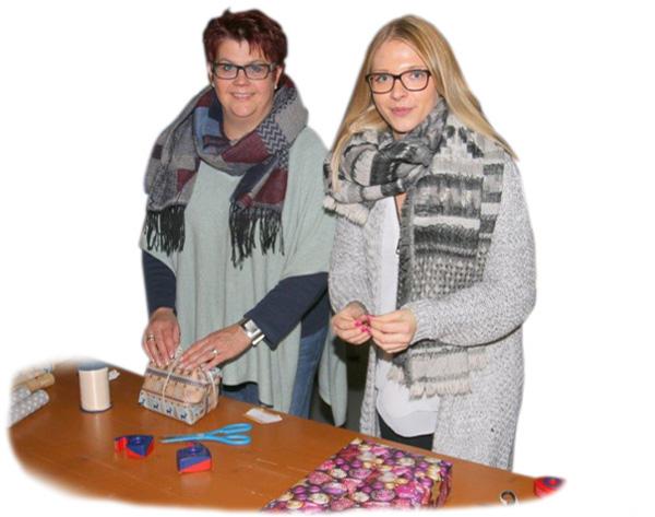 Soziales Engagement Mitarbeiter verpacken Geschenke